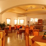 hotel-holiday-restaurant
